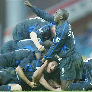 Chelsea players mob Glen Johnson