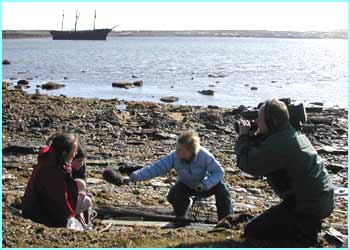 On the way to the Antarctic Newsround stopped off in the Falklands. Here they interviewed junior conservationists about the problem of pollution from boats