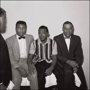 Clay met his idols Sugar Ray Robinson and Joe Louis in Los Angeles. Photo 1962 © Howard L. Bingham
