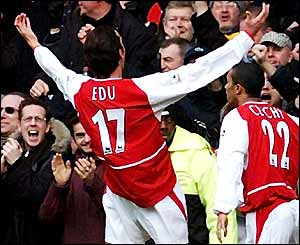 Arsenal's Edu celebrates in front of the Arsenal fans at Stamford Bridge