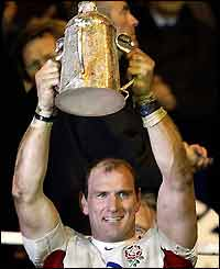 England captain Lawrence Dallaglio lifts the Calcutta Cup