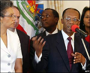 Aristide and his wife Mildred (left) at at the presidential palace, 21 Feb 2004