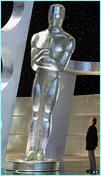 Here's one statue already in place and just look at the size of it! Billy Crystal must be feeling very small in comparison to this giant...