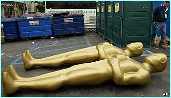 Are these statues taking a nap before their big night?! Well, they will have to stand on ceremony for hours!