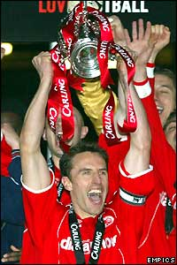 Gareth Southgate lifts the Carling Cup for Middlesbrough