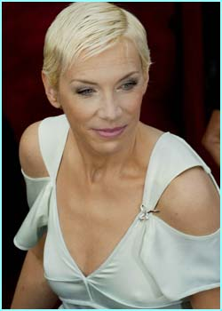 Annie Lennox performed the Oscar-winning song from ROTK