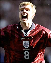 Scholes scores a hat-trick in the 3-1 win against Poland