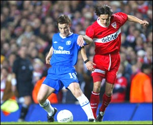 Chelsea's Scott Parker battles with Kevin Kuranyi