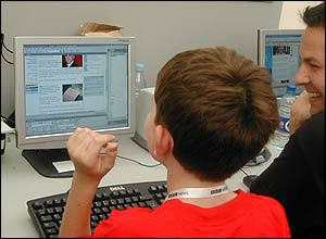 A boy makes a web story for News Online