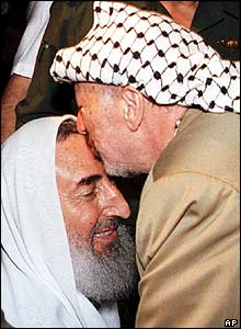 Sheikh Yassin greeted by Yasser Arafat on his release from jail in 1997