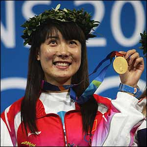 China's Du Li wins the first gold medal of the Olympics