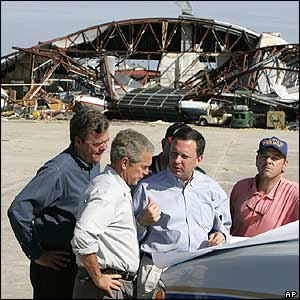 Florida Governor Jeb Bush (left) with his brother, US President George W Bush, and local officials