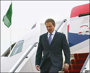 Tony Blair leaves the plane