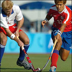 Graham Moodie and Seo Jong-Ho jostle for the ball