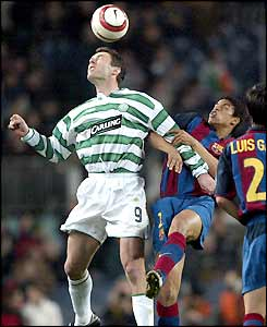 Chris Sutton beats Michael Reiziger in the air