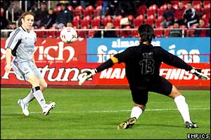 Craig Bellamy scores Newcastle's second against Mallorca