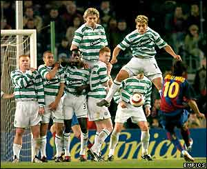 Ronaldinho takes a free-kick while Celtic form a wall