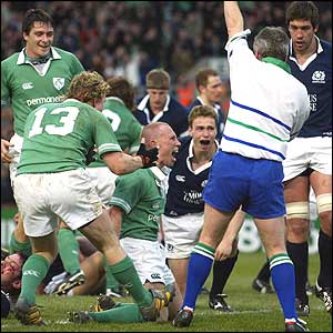 Peter Stringer celebrates scoring for Ireland