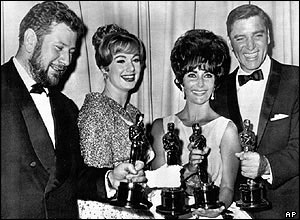 Sir Peter Ustinov with Shirley Jones, Elizabeth Taylor and Burt Lancaster