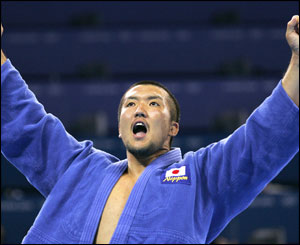 Gold medal for Keiji Suzuki in judo final