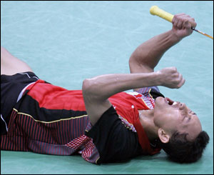Soni Dwi celebrates winning bronze in badminton