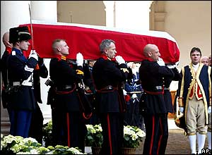 Pall-bearers carry the coffin out of the Noordeinde Palace