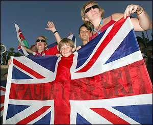 British fans turn out to support Paula Radcliffe