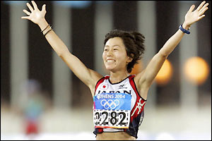 Mizuki Noguchi claims Japan's second consecutive gold in the women's marathon