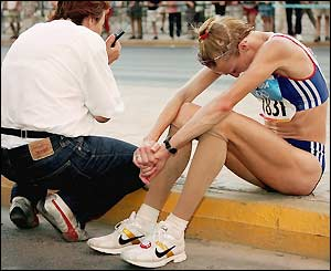Paula Radcliffe is left dejected at the roadside