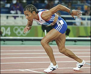 Kelly Holmes starts the 800m final