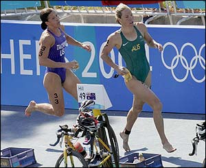 The USA's Sheila Taormina and Australia's Loretta Harrop run for their bikes