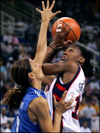 America's Yolanda Griffith takes aim in the women's basketball quarter finals