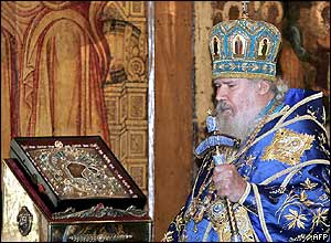 Patriarch Alexy looks at the returned icon