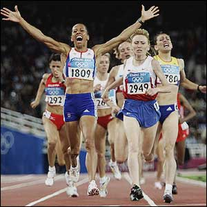 Kelly Holmes wins the 1500m