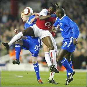 Arsenal's Kolo Toure is squeezed by Chelsea's Damien Duff and Jimmy Floyd Hasselbaink