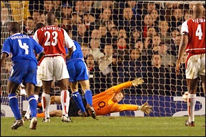 Frank Lampard scores for Chelsea - netting from close-range after Claude Makelele's shot is parried by Jens Lehmann