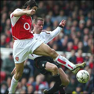 Robert Pires scores Arsenal's second