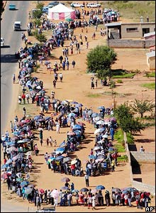 Queue for voting in Soweto