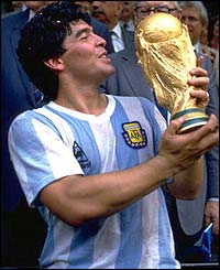 Maradona lifts the World Cup in 1986