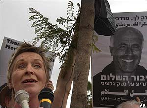 British actress Susannah York supporting Mordechai Vanunu