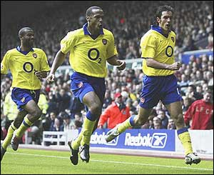 Ashley Cole, Thierry Henry and Robert Pires celebrate Pires' winner