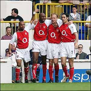 Ashley Cole, Patrick Vieira, Dennis Bergkamp and Robert Pires celebrate Arsenal's first against Tottenham