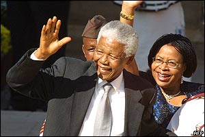 Former President Nelson Mandela and his wife, Graca Machel