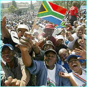 Thousands of people turned up to watch President Thabo Mbeki being sworn in for a second term.