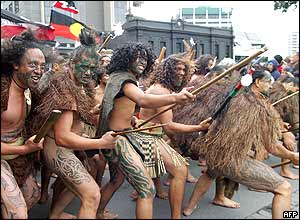 New Zealanders on the 'walk of hope' 05 May 2004