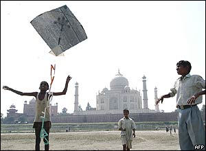 Children play with kites in front of the Taj Mahal