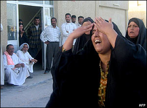 An unidentified Iraqi woman screams outside a Najaf hospital
