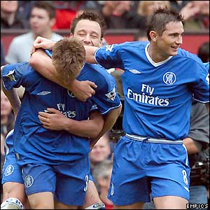 Chelsea players celebrate Jesper Gronkjaer's goal at Old Trafford