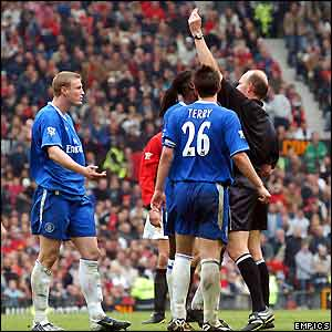 Robert Huth is sent off by referee Steve Bennett