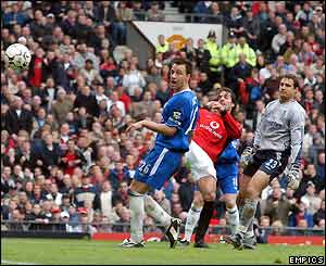 Ruud van Nistelrooy scores Manchester United's equaliser